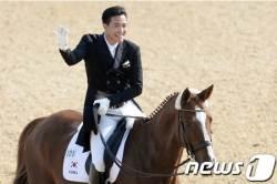 한국 승마 마장마술 단체전 5회 연속 金…<!HS>김승연<!HE> <!HS>한화<!HE>그룹 <!HS>회장<!HE> 아들도 금