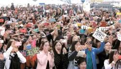 """[<!HS>2014<!HE> <!HS>위아자<!HE> <!HS>나눔장터<!HE>] """"저소득층 어린이 돕자"""" 서울·부산·대전 38만 명의 <!HS>나눔<!HE>"""