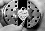 티파니 핸드 인그레이빙, 특별한 사랑의 약속 장인이 새겨드려요