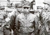 박정희 소장 좌우에 박종규 소령, 차지철 대위 … '장면 체포' 임무는 실패 … 권력 이미지는 강렬