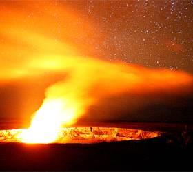 화산의 여신이 사는 '불의 집' … 밤하늘에 붉은 꽃 피었네요