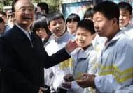 원자바오 전 중국 총리, 시골 중학교서 지리 수업