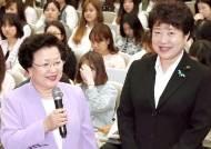 """숙대서 강연한 전 이대 총장 """"북한 제대로 알자"""""""