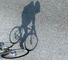 [<!HS>사진기자<!HE> <!HS>김성룡의<!HE> <!HS>사각사각<!HE>] 보호해야 할 '도로의 약자' 자전거