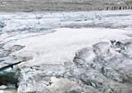 """[커버스토리] """"쩍!"""" 빙하 녹는 소리 아찔 … 아늑한 호수마을엔 소금광부 피땀이"""