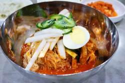 [오늘 점심 뭐 먹지?]  반룡산(盤龍山) - 실향민 울리는 추억의 향토 음식집