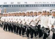 [이슈추적] 박 대통령 앞에서 북한군이 행진하면 … 열병식 참석 고민