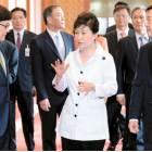 박 대통령 일석이조 외교 … 156명 경제사절단 역대 최대