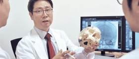 경희대병원 신경외과 최석근 교수, 1㎜ 혈관 잇는 '신의 손' … 고난도 뇌수술 환자 살린다