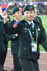 117개국 군인들 솔저댄스 췄다…성화 최종점화자는 '<!HS>연평해전<!HE> 영웅'