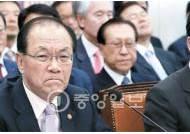 """황우여 """"국감 뒤 국정화 여부 결정"""" 야당 """"뒤통수 치는 일"""""""