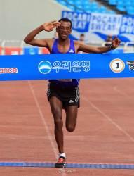 [스포츠] 에티오피아 테발루 헤이<!HS>,<!HE> <!HS>2015<!HE> <!HS>중앙서울마라톤<!HE> 우승