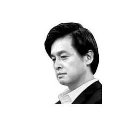 [데스크 view &] 임직원 사지로 내모는 롯데가 분쟁