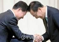 김수남의 검찰, 박 대통령 후반기 '정치적 중립' 시험대