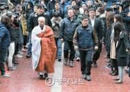 """제 발로 나와 """"총파업"""" 선동, 경찰 조사선 묵비권"""