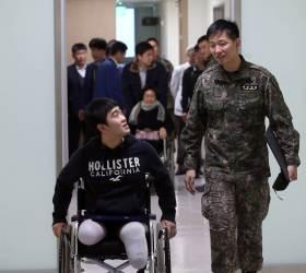 '<!HS>목함지뢰<!HE>' 다리 잃은 김정원·하재헌 하사, 공부로 국가에 보답하겠다