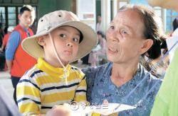 """충치 치료, 스케일링, 틀니 해주자 … 칠순의 뜨엉 할머니 """"까먼,까먼"""""""