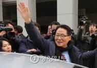 """[인턴기자가 본 정치] 무죄 받은 박지원, 김종인·천정배·김한길 '러브콜'에 """"무소속 남겠다"""""""