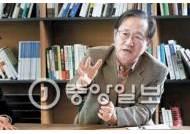 """""""한국 안보의 이중 위기"""" vs """"위기에서 기회 올 수도"""""""