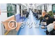 """""""광교~강남 30분 좋지만…"""" 2950원 비싼 요금에 '텅전철'"""