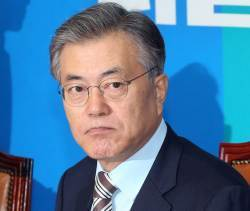 """""""김종인은 군주"""" 비판했던 친노진영, 문재인 나서자 """"김 대표께 맡겨야"""""""