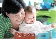 싸고 믿을만한 '공공돌보미' 신청 느는데 지원 줄인 정부