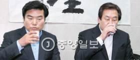 """허 찔린 친박 """"박 대통령 향해 전쟁 선포"""" 격한 반응"""