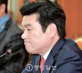 """""""당선증 받자마자 꽃가마 태우다니…7명 복당 민심 역주행"""""""