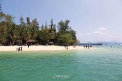 다양한 민족·종교 어우러진 다문화 섬, 태고의 신비를 품다