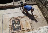 """2400년 전 그리스인 메시지 """"힘내라. 인생을 즐겨라"""""""