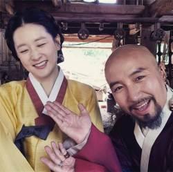 """오윤아·홍석천, <!HS>이영애<!HE>와 촬영 사진 공개 """"영애님"""""""