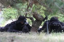 [서소문 사진관] '손 내리면 사살' 해군·해병대 신속기동부대 첫 훈련출동