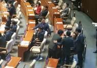 """김동철 """"총리의 부하냐! 저질 의원 창피하다""""…20대 국회 첫 파행"""