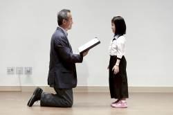 [<!HS>권혁재<!HE> <!HS>사진전문기자의<!HE> <!HS>뒷담화<!HE>] 어린이 앞에 무릎 꿇은 최재천 국립생태원장