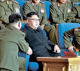 북한군 1인자 <!HS>황병서<!HE>, 또 무릎 꿇고 김정은에게 보고