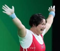 [리우포토] 북한 김국향 여자역도 75kg 이상급 은메달 획득