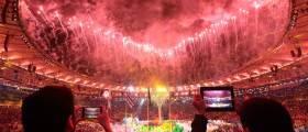 [서소문 사진관] 화려한 불꽃과 어두운 빈민촌… 리우 올림픽의 명과 암