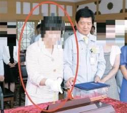 """""""2009년 독일 발주 쌍둥이 배 명명식, 밧줄 끊은 사람이 송 주필의 아내"""""""