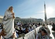 테레사 수녀 성인 된 날…교황, 노숙인 1500명과 피자 점심