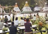 [라이프] 바비큐 즐기며 캠프파이어 … 격식 벗어던진 결혼식