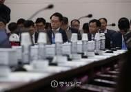 [포토 사오정] 야당, 김재수 장관에게 답변 기회도 안줘