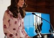 영국 강타한 60만원 짜리 '케이트 왕세손비 꽃무늬 드레스' 화제