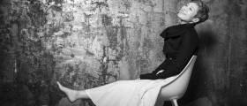 [<!HS>권혁재<!HE> <!HS>사진전문기자의<!HE> <!HS>뒷담화<!HE>] 가수 이은미의 맨발이 준 27년 위로
