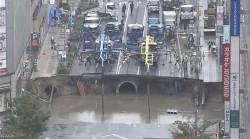 일본 후쿠오카 5차선 도로가 <!HS>싱크홀<!HE>로 붕괴