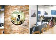 그림 가득한 카페, 조각품 전시한 방