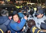 [5차 촛불집회] '트랙터 상경 시위' 농민들 양재IC에서 농성…경찰 36명 연행