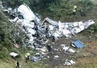 남미축구 챔프 꿈 실은 비행기 추락, 6명 살았다