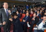 """서청원 """"탄핵 앞장 선 비박, 정치 보복""""…보수연합 공식 출범"""