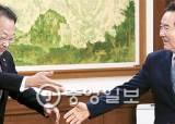 """""""국정혼란 없게"""" 민주당도 당분간 유일호 유임 가닥"""
