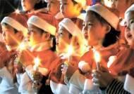 [사진] 성탄 캐럴 부르는 어린이들